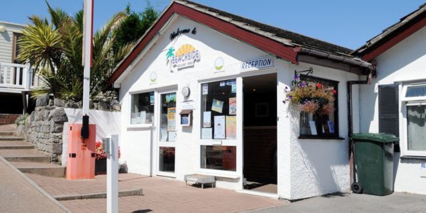 Holiday parks near beach in berrow somerset - Holiday homes in somerset with swimming pool ...