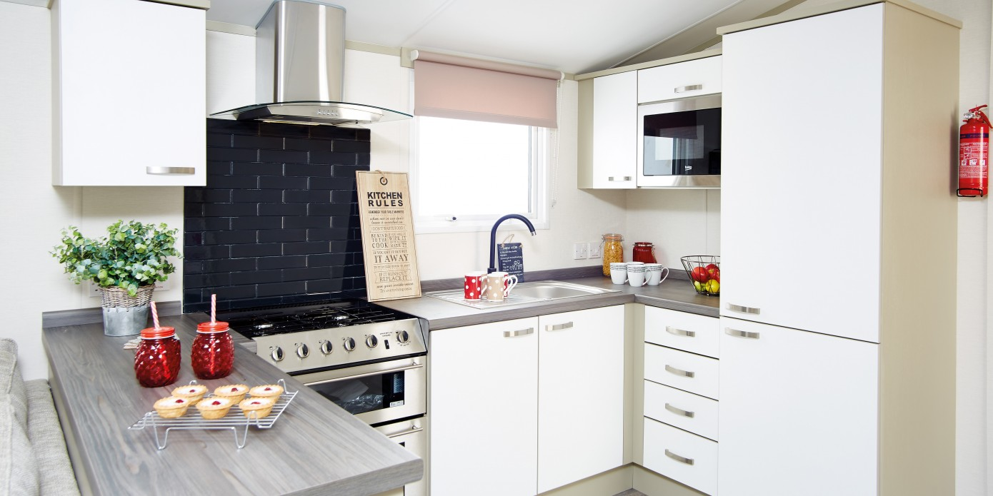 2018 Atlas Chorus Static Caravan with central heating and  : 2018atlaschoruskitchen from www.surfbayleisure.co.uk size 1024 x 512 jpeg 56kB